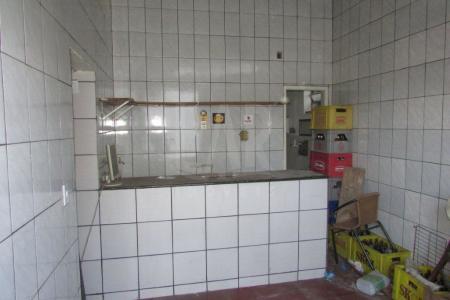 Excelente loja comercial com 28m², constituída em 01 banhos, piso batido, loja toda revestida em cerâmica, com bancada em ardósia, próximo a Av Cristiano Machado, acesso a ponto de ônibus.   Ótimo ponto comercial.