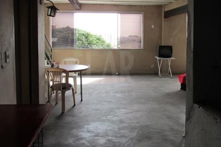 Excelente Andar com terraço aproximadamente, 370 m2, arejado, localização privilegiada, várias linhas de ônibus. Imóvel constituído de: Andar com 180 m2, piso cimento liso, frente em blindex, 01 cozinha com armário, 02 banhos, piso cerâmica. Amplo terraço com 120 m2 piso cimento.  Prédio com pintura texturizada, 03 pavimentos.