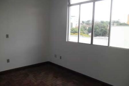 Apartamento com 60m², área privativa de 30m², 02 quartos, corredor, sala, banho social, cozinha, área de serviço e banho de empregada, 01 vaga de garagem.  Localização - Ao lado da Academia Master.