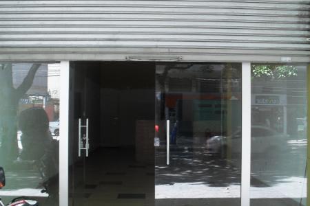 Otima loja com 73m², piso em cimento liso, 01 banho, 01 porta de aço, pe direito de 4,30m², 02 vagas na frente da loja, 02 anos de construção. Localização: proximo ao carrefour.
