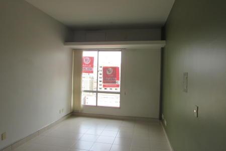 Sala com 30m², 01 banho, ótima localização. Piso do banho em cerâmica. Prédio com 02 elevadores, porteiro físico 24 horas.  Localização: Contra esquina da Avenida Do Contorno.