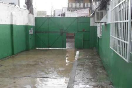 Excelente galpão 280m² com ótima localização de frente, 02 escritórios, 01 banho. Piso em cimento liso. Localização: próximo Avenida Pedro II.