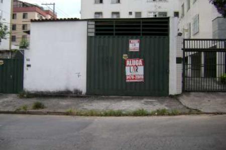 Excelente galpão com ótima localização com 70m², piso em cimento grosso.Possui entrada para caminhão.  Localização: Esquina com Belmiro Braga.