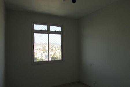 Excelente apartamento em ótima localização, constituído de: 01 sala ampla e arejada para 02 ambiente, piso em cerâmica, 02 quartos amplos com armários, piso em laminado, 01 banho social, bancada em granito, piso em cerâmica, armário, box blindex, 01 cozinha piso em cerâmica, bancada em granito, área de serviço fechada e arejada com  DCE. Prédio recuado, todo revestido em textura, jardim frontal, portão eletrônico, interfone, hall decorado, porteiro físico 24 horas, elevador, salão de festas, quadra de esportes, churrasqueira, playground, 01 vaga de garagem livre e coberta, imóvel com vista privilegiada. Localização: esquina com a Avenida Amazonas, próximo ao Carrefour bairro.