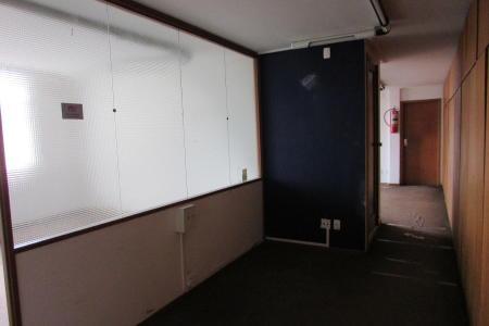Excelente andar. 14º e 15º Andar com 600m² total; 14° andar dividido em salas com 360m². 15° andar: andar corrido; Imovel dividido em salões e salas com armários e ar condicionados central, totalmente seguro, portas blindadas, sistema de monitoramento interno e externo, 06 banhos, 01 lavabo, cozinha e área de serviço arejada. Prédio bem localizado, elevadores, porteiro físico e possibilidade de alugar 04 vagas de garagem.