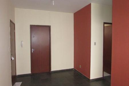 Excelente apartamento com 50 m², próximo aos comércios na Rua Povoa De Varzim. Como chegar: Av. Chafir Ferreira -> Av. Otacílio Negrão de Lima ->  Avenida Dom Orione ->  Rua Expedicionário Paulo de Oliveira ->  Rua Estanislau Fernandes ->   Av. Fleming ->  Av. Fleming -> Rua Povoa de Varzim Imóvel constituído de 01 sala ampla e arejada com piso em ardósia, 02 quartos, 01 banho social com bancada em granito e piso em cerâmica, cozinha ampla com bancada em granito e piso em cerâmica, área de serviço. Prédio com 02 pavimentos e 02 apartamentos por andar, área de lazer com churrasqueira e piscina e 01 vaga de garagem não demarcada.