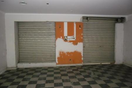 Oportunidade! Queimão Total de Estoque. Imóvel com 30% de desconto em 12 meses de locação.  Excelente loja de galeria com área total de 90m², em ótima localização. Loja com 45m², 02 portas de aço, piso em cerâmica, 01 banho e piso em cerâmica, 01 lavabo. Sobre loja com 45m², piso cimento liso, 01 banho piso em cerâmica, azulejado.