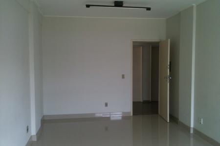 Oportunidade! Alugue sem fiador. Excelente sala com ótima localização, constituída de 40m², piso porcelanato, 01 banho. Prédio revestido em cerâmica, portaria 24 horas, 02 elevadores.