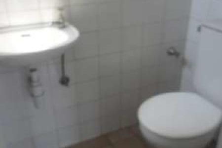DESCONTO DE 80% NO 1ºALUGUEL.  Excelente sala com ótima localização constituído de 43m², piso cerâmica, 01 banho com piso em cerâmica.