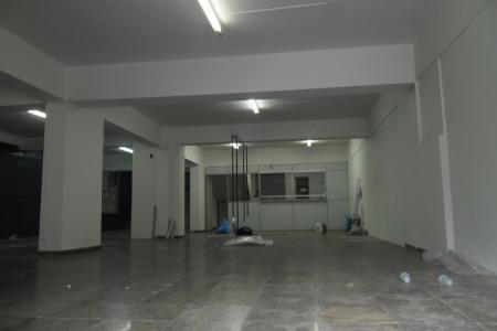 *1º ALUGUEL GRÁTIS - FECHANDO A LOCAÇÃO ENTRE 15/04/14 A 15/06/14*  Excelente loja com aproximadamente 200M², sendo 100m² de nível da rua e 100m² de mezanino., não tem vaga de garagem, 01 banho.  Visitas Acompanhadas.