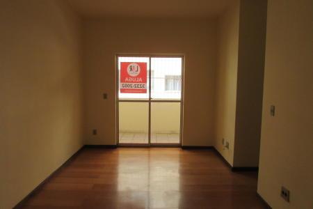 Excelente apartamento com aproximadamente 74m², em uma ótima localização,  Próximo ao aeroporto da Pampulha.  Imóvel constituído de 01 sala ampla para dois ambientes; 01 varanda; 03 quartos amplos; banho e suíte com Box, espelhos, bancada em mármore sob armários; cozinha com bancada em mármore sob armário, gás canalizado; área de serviço bem arejada. Piso da sala e dos 03 quartos em laminado.  Prédio constituído de 07 pavimentos sendo 04 apartamentos por andar, cerca elétrica, portão eletrônico, interfone, 01 elevador, churrasqueira, piscina, 01 vaga de garagem livre, demarcada (descoberta).