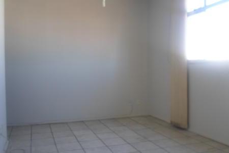 Oportunidade! Alugue sem fiador. Excelente apartamento com aproximadamente 60m², ótima localização, próximo a estação de metrô, faculdade e ao comércio da região, acesso a uma das principais vias que ligam o aeroporto de confins e o centro de bh. Imóvel constituído de 01 sala ampla para 02 ambientes, piso em cerâmica; 03 quartos sendo 01 com ótimos armários, piso em cerâmica, banho social com bancada em granito, espelho e box em blindex, piso em cerâmica: cozinha com bancada em mármore e armários, piso em cerâmica; área de serviço arejada. Prédio revestido em pintura, em condomínio, interfone, portão eletrônico, sistema de segurança com circuito interno de tv e cercas elétricas, 01 vaga de garagem demarcada e descoberta.