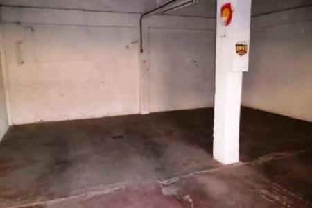 Ótima loja de esquina com 59 m², próximo à Rua Guararapes.  Como Chegar: Seguir a Rua Padre Eustáquio, Rua Pará de Minas, Avenida Ivaí, virar à esquerda na Rua Claudio Pinheiro Lima, virar à esquerda na Rua Guararapes, virar à direita antes da Av. Amintas Jaques de Morais.   Loja constituída de:  03 Portões de aço, loja com 59 m², piso cimento liso, 01 balcão, 01 banho.  Loja de esquina, pintura látex excelente para mercearia, aviamentos, lanchonete, salão de beleza, artigos para festas, escritório etc...