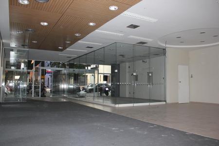 Excelente loja com aproximadamente 600m² em 02 piso, 04 banhos, ar-condicionado central, projeto iluminação, estacionamento com vagas diferenciadas, em excelente localização na região do Lourdes, próximo à praça Maria de Dirceu e comércios em geral, Ideal para bancos e empresas de grande porte.