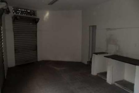 Ótima loja 35m², piso cerâmica, 01 banho, 03 portas de aço, pé direito de 4.30m².  Loja de esquina.  Esquina com rua Lavras.