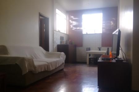 Apartamento com 140m²; salas para 3 ambientes, com piso em taco; copa; 3 quartos, sendo 1 suíte, com piso em taxo armários; banho social e suíte, com piso em ceramica e bancada em granito, armários e box; cozinha com piso em ceramica e bancada em granito, armários; área de serviço; despensa.  Prédio de ótima localização; portaria das 19h as 7hrs; espaço gourmet, pscina.