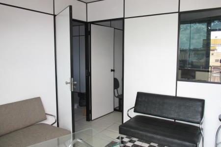 Andar com 105 m², com divisórias (podendo retirar); 02 banhos; piso em cerâmica.  Excelente localização: Avenida Amazonas sentido bairro, em frente ao CEFET-MG