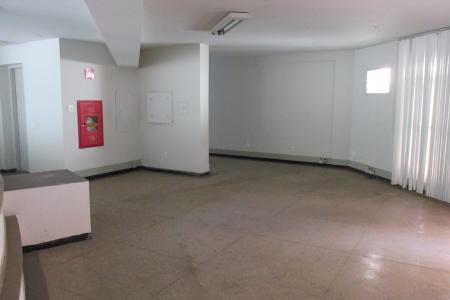 Excelente andar, com aproximadamente 140 m²; próximo a contorno; bem localizado; ótimo acabamento.  Imóvel constituído de uma copa; 2 banhos com piso em granito e bancada em mármore; pintura nova; projeto de iluminação, piso em granito. Prédio revertido em mármore; 1 elevadores; 2 vagas de garagem livre.