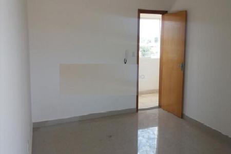 Excelente sala comercial com aproximadamente 22m², piso em porcelanato, banheiro, janelas em blindex, elevador, água individual, interfone. Ótima localização, próximo a Avenida Augusto dos Anjos.