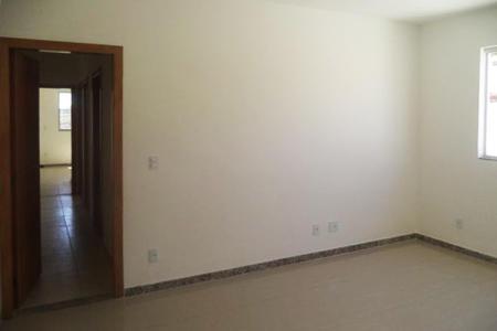 Oportunidade! Alugue sem fiador. Excelente Apartamento, com 100 m², 1ª locação, arejado, ótima localização, fino acabamento. Imóvel constituído por:  01 sala para dois ambientes, piso porcelanato, 03 quartos amplos, piso porcelanato, sendo 01 suíte,02 banhos, social e suíte com bancadas em granito, bojos de louça, piso porcelanato, Cozinha com bancada em granito, piso porcelanato, área privativa, área de serviço. Prédio todo revestido em cerâmica, com 03 andares 03 aptos por andar, portão eletrônico, interfone, 04 vagas de garagem.