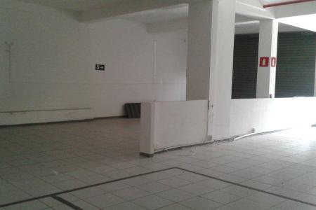 Excelente loja comercial com 94 m², ampla frente para a rua e bem arejada, em uma localização privilegiada, local de fácil acesso, próximo à rua Belmiro Braga. Loja ampla com 04 portas de aço, piso cerâmica, 01 banho. Ponto comercial.