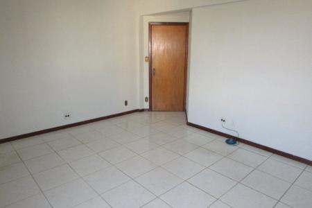Excelente sala comercial de aproximadamente 42m² , 01 banho,  piso em cerâmica.  Prédio com ótima localização, 02 elevadores, porteiro físico..