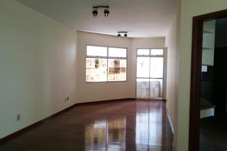 Excelente Apartamento de 04 quartos,  com ótima localização aproximadamente 200 m², fino acabamento,  próximo a Avenida do contorno, rua tranquila.  Imóvel constituído de uma sala ampla para 2 ambientes, com painel na parede, com projeto de iluminação, com varanda frontal, com fechamento em blindex; 4 quartos amplos com armários planejados,  ótima iluminação, sol da manha.  Banho social e suíte com bancada em granito, armários, Box.   Cozinha com bancada em granito, com armários forrados, e amplo espaço.  Área de serviço arejada  e clara com DCE. Prédio totalmente revertido em mármore; portaria 24 Hrs, interfone; lazer completo, com  quadra de esportes e salões de festa, churrasqueira,  01 piscina ; hall decorado,; 01 elevadores; 02 vagas de garagem em linha , cobertas .
