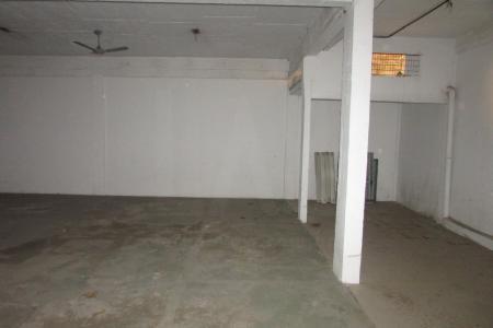 Galpão 250m², 4m² de pé direito, escritório com 03 salas, 01 copa, 02 banhos, iluminação pronta, 03 vagas de garagem. Piso cimentado.  Localização: Próximo ao Shopping Del Rey.      Atualizado em 26/11/2018.