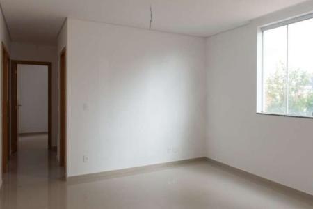 *** EXCELENTE LOCALIZAÇÃO *** PRÉDIO: 100% revestido em cerâmica e granito, portão eletrônico, interfone, elevador e 02 vagas. APTO: Sala para 02 ambientes com piso em porcelanato. 03 quartos com piso em laminado, sendo 01 suíte. Banho social e suíte com piso em cerâmica e bancada em granito. Cozinha com bancada em granito e piso em cerâmica. Área de serviço.    Atualizado em 24/11/2018.