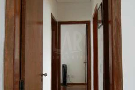 Prédio: Pequeno com 06 aptos. 100% revestido. 1º Pavimento: Sala para 02 ambientes, piso em porcelanto, teto rebaixado. 03 quartos sendo 01 suíte com armários, 01 utilizado como escritório, piso em laminado de madeira. Banho com armários, bancada em granito, piso em cerâmica, box blindex. Cozinha ampla, bancada em granito, piso em cerâmica e armários. Área de serviço e DCE. 2º Paviemento: Escada em acesso, corrimão e guarda corpo em aço. Sala de TV, teto rebaixado, piso em cerâmica. Banho social, bancada em granito, piso em cerâmica. Área externa de 66m². Espaço gourmet. Churrasqueira com madeira de lei, piso em cerâmica e 70% área coberta. Iluminação decorativa em sanca, spots com leds no apto.  Venha fazer um bom negócio!    Atualizado em 20/07/2017.
