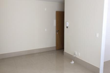 PRÉDIO: Frente revestida em cerâmica, laterais em textura, interfone, elevador, portão eletrônico, 02 vagas de garagem em linha.  APARTAMENTO: Sala arejada para 02 ambientes, com piso em porcelanato. lavabo. 02 suites com piso em laminado.. Cozinha americana bancada em granito e piso em porcelanato . Área de serviço.  Área  privativa em U com aproximadamente  81m² de área externa.    Atualizado em 16/01/2018.
