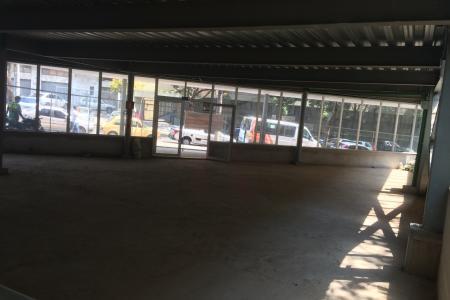 Edifício comercial com area total de  3.279,54m² distribuídos em 4 pavimentos, sendo 1.082,48m² de garagem, 636,26m² no 1º pavimento (loja), 707,15m² no 2º pavimento, 629,47m² no  3º pavimento, e 225,18 m² no 4º pavimento. 48 vagas de garagem. Prédio totalmente liberado com habite-se.    Atualizado em 23/05/2018.
