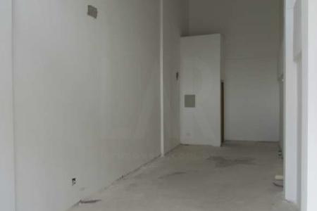 Ótima localização Próximo a Escola Americana, Bancos e Comércio. Prédio: Residencial e Comercial, fachada revestida em porcelanato e cerâmica, guarita e 01 vaga de garagem. Loja : Área com aproximadamente 65m². Lavabo com piso em cerâmica.  SAIBA MAIS SOBRE ESTE IMÓVEL EMAIL: lar@larimoveis.com.br  LAR IMÓVEIS LTDA. - Telefone: (31) 2129-2001 Rua Amparo, 176 - Barroca - BH - MG  SITE: www.larimoveis.com.br    Atualizado em 01/11/2018.