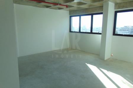 Excelente sala de galeria com aproximadamente 216,25m², sendo em 02 níveis, 1º nível com aproximadamente 110,66m², 2º nível com aproximadamente 105,59m², 02 lavabos, linda vista.