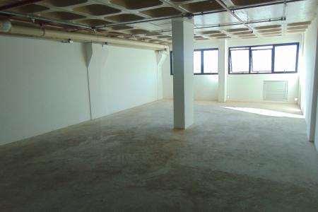 Excelente Sala de galeria com aproximadamente 151,29m², sendo em 02 níveis, 1º nível com aproximadamente 85,48m², 2º nível com aproximadamente 65,81m², 02 lavabos, linda vista.
