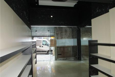 Loja com 45m², 1 banho, mezanino, piso em cerâmica, frente de 3,5m, ótimo ponto. Localização: Próximo a Santa Rita Durão.  ** VISITAS ACOMPANHADAS**