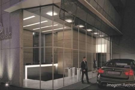 Salòes de 31 a 300 m² e vagas de garagem  Estacionamento rotativo para clientes  4º pavimento: salão 401- 75m² / 402- 442 m²  10º pavimento:  salão 1001 - 61 m² / 1002 - 198 m²