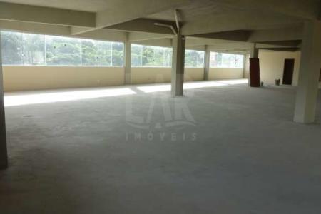 Excelente localização, área comercial. LOTE: 1.506,85M²       TOTAL GERAL: 4.912 m2       ÁREA CONSTRUÍDA ALVARÁ: 4.251 m2    Prédio comercial com 7 pavimentos. 1º PISO (LOJA): 310 m2 + PROJEÇÃO: 145 m2 TOTAL: 455 m2   2º PISO (SOBRELOJA): 535 m2 + RAMPA DESCOBERTA 75 m2  TOTAL: 610 m2   3º PISO (G1-GARAGEM):      897 m2   4º PISO (G2-GARAGEM):      897 m2   5º PISO (ANDAR CORRIDO):     640 m2  + PÁTIO: 374 m2 + ESCADA LATERAL  E JARDIM    50 m2 TOTAL: 1.064 m2   6º PISO (ANDAR CORRIDO): 667 m2   7º PISO (TERRAÇO/ESPAÇO GOURMET): 96 m2 + CHURRASQUEIRA: 20 m2 + BASE QUADRADA TERRAÇO: 206 m2   TOTAL: 322 m2   Acabamento do prédio: Caixa d'água de 53.000 litros, sendo 15.000 litros água da copasa, 15.000 litros d'água para incêndio, 5.000 litros para uso da copasa; Sistema de irrigação automática dos canteiros; Circuito interno de TV com câmaras; Vídeo porteira da Intelbás; Chuveiros para lavagem do passeio frontal; Escadas principais com corrimão em aço de inox; Escadas de granito na cor cinza imperial; Peitoril em mármore branco; 04 locais para ar refrigerado com tubulações já colocadas; Todos os banhos com ducha, suporte para roupa, espelhos, saboneteiras e papeleiras; Bebedouros da marca IBBL 100; Torneiras com filtros.  Venha fazer um bom negócio!