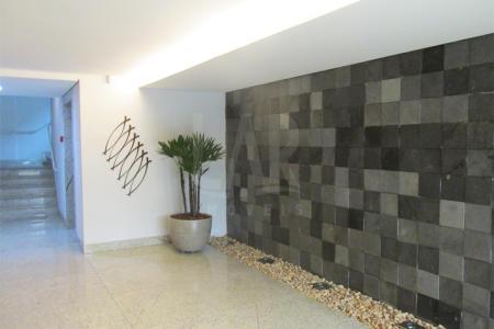 Prédio comercial. 03 salas juntas com área total de 93m², piso em granito. Banho, varanda e espaço gourmet.   Venha fazer um bom negócio!