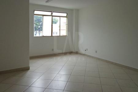 Em frente á Rua Erico Verissímo. Sala: 28m², piso em porcelanato. Lavabo com bancada em granito.