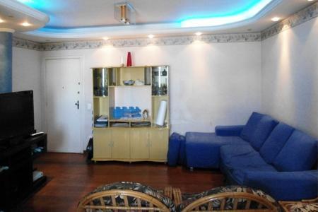 Ótimo apartamento: 03 quartos com suíte, ampla sala para 02 ambientes, piso da sala e quartos de tabua corrida, cozinha toda montada com armários, linda vista, apartamento arejado.