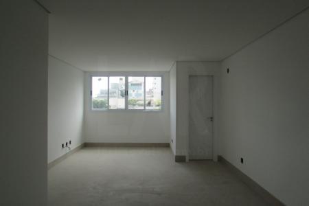 PREVISÃO DE ENTREGA PARA JULHO DE 2018 EXCELENTE OPORTUNIDADE PRÉDIO: 100% Revestido em cerâmica 10x10. 6 Pavimentos, sendo 2 apartamentos por andar.  Portão Eletrônico. Interfone. Gaz canalizado. Elevador. 4 vagas de garagem demarcadas ( 39-40-41-42) APARTAMENTO: Sala para 2 ambientes com piso em porcelanato. 4 Quartos com piso em laminado, sendo 1 Suite Master com closet, 1 Suite Junior e 2 Semi Suites, ambas com bancadas e pisos em granito,  e box em blindex.  Lavabo com piso e bancada em granito. Cozinha tipo americana  com bancadas em granito e piso em cerâmica.  Área de Serviço com piso em cerâmica e tanque. Banho de empregada com piso em cerâmica.    Atualizado em 22/01/2018.