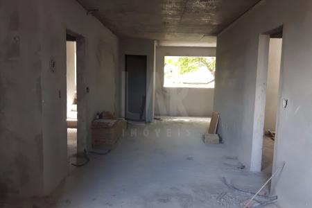 PREVISÃO DE ENTREGA PARA ABRIL DE 2018 EXCELENTE OPORTUNIDADE PRÉDIO: 100% Revestido em cerâmica 10x10. 6 Pavimentos, sendo 2 apartamentos por andar.  Portão Eletrônico. Interfone. Gaz canalizado. Elevador. 4 vagas de garagem demarcadas        ( 43-44-45-46) COBERTURA: 1º Nível:   Sala para 2 ambientes com piso em porcelanato. 4 Quartos com piso em laminado, sendo 1 Suite Master com closet e banheira de hidromassagem, 1 Suite Junior e 2 Semi Suites, ambas com bancadas e pisos em granito,  e box em blindex.                                                                                                                                                                                                                                                                                                                                                                                                                                                                 2º Nível: Sala para 2 ambientes com piso em cerâmica. Cozinha tipo americana com bancadas em granito e piso em cerâmica. Área de Serviço com tanque e piso em cerâmica. Banho social com bancada e piso em granito. Área gourmet com churrasqueira. Terraço.    Atualizado em 23/07/2017.