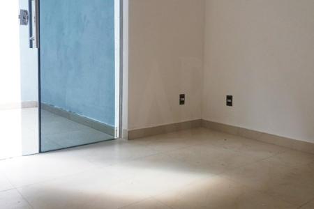 Prédio: Todo revestido em cerâmica, elevador, água individualizada, 02 vagas de garagem cobertas.  Apartamento: Sala para 2 ambientes com piso em porcelanato e área privativa incorporada. 03 Quartos com piso em porcelanato e área privativa em todos, sendo 01 suíte. Banho social e suíte com piso em porcelanato e bancada em granito. Cozinha com piso em cerâmica e bancada em granito. Área de lavar.  Venha fazer um bom negócio!!!    Atualizado em 29/04/2017.
