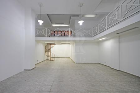 Excelente localização, fácil acesso, fluxo pedestre. Imóvel constituído de 40m² com mezanino, piso em cerâmica , projeto de iluminação, teto rebaixado 02 portas de aço, em frente Avenida Augusto de Lima esquina com Rua Araguari.    Atualizado em 14/06/2018.