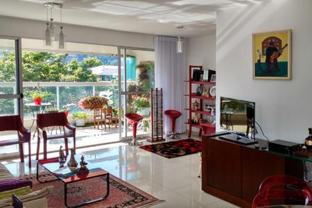 Excelente localização, ao lado da UNI-BH, Shopping Paragem, Verdemar, bancos, comércio variado e ônibus para todas as regiões de Belo Horizonte.  Prédio: 3 anos de idade, todo revestido, hall decorado, 7 andares, 2 apartamentos por andar, lazer com salão de festas, piscina, sauna, academia de ginástica, 4 vagas de garagem cobertas e demarcadas sendo 2 livres e 2 presas.  Apartamento:  Sala para 3 ambientes com piso em porcelanato, ampla varanda com piso em porcelanato, cortina de vidro e uma bela vista, 4 quartos, sendo 1 suíte com closet, com piso em laminado de madeira, banhos com box blindex e bancadas de granito, cozinha com armários, piso em porcelanato e bancadas de granito, área de serviço e DCE.    Atualizado em 20/10/2017.