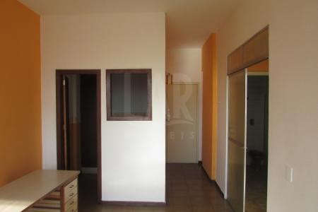 Excelente apartamento de 56m² no centro de Belo Horizonte, em ótima localização ao lado do mercado central de Belo Horizonte e comercio em geral.   Apartamento possui 1 quarto, 1 banho, 1 cozinha, piso em cerâmica (possui também um quarto reversível)  Prédio possui 4 elevadores, portaria 24h sem vaga de garagem.    Atualizado em 09/04/2018.