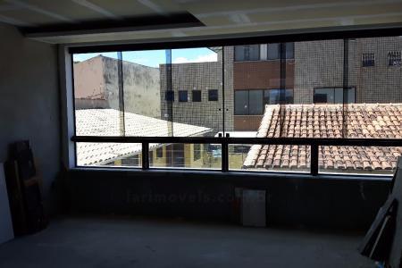 Um dos melhores prédios da região, localização privilegiada. Próximo a comércio, UFMG, Mineirão e Lagoa da Pampulha. Acesso fácil as vias de trânsito rápido.  Prédio: Luxo, acabamento primoroso, 100% revestido, elevador, água e gás individuais, aquecimento solar, banhos, 02 vagas em linha cobertas. APTO: Sala para 02 ambientes com pisos em porcelanato 1/1, lavado. 03 quartos sendo 02 suítes com piso em laminado de madeira. Banhos das suítes em pastilhas de vidro, cubas em mármore . Cozinha ampla com piso e bancadas em granito. Área de serviço e banho social com pisos em granito.  OBS: valor estimado de condomínio e IPTU.    Atualizado em 19/01/2018.