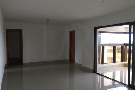 Excelente apartamento 04 quartos com 158 m², fino acabamento, arejado, condomínio de luxo, localização privilegiada, alto padrão.  Imóvel constituído de:  04 quartos, sendo 2 suítes e 2 semi suítes, superdimensionadas com amplo closet, sala ampla, piso em porcelanato, varanda gourmet ampla e exclusiva, 01 cozinha com bancadas em granito, piso granito, 01 área de serviço ampla.  Prédio de luxo 100 % revestido, vidros bronze espelhados e granito, lazer completo com: Home cinema, piscina com raia infantil e hidromassagem, SPA com jacuzzi e área de massagem, sauna, sala de repouso, solarium com lareira, fitness Center, salão de jogos, quadra poliesportiva, churrasqueira, salão de festas, espaço kids, espaço gourmet, porteiro 24h, elevadores, interfone, portão eletrônico, 3 vagas de garagem com box.   Visita acompanhadas.    Atualizado em 01/10/2018.