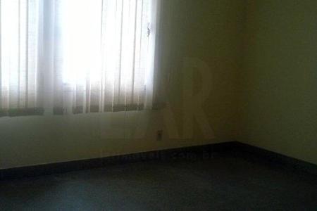 Excelente apartamento de 03 quartos, com aproximadamente 70m², em ótima localização, próximo ao Epa, Habbibs, banco do Brasil e Cristiano Machado.  Imóvel constituído em 01 sala,  03 quartos, sendo 01 suíte com armários, e banho social. Cozinha com ótimos armários, bancada em granito, área de serviço.  Prédio revestido em pintura texturizada , interfone,  01 vaga de garagem livre, quadra esportiva, salão de festas e piscina.